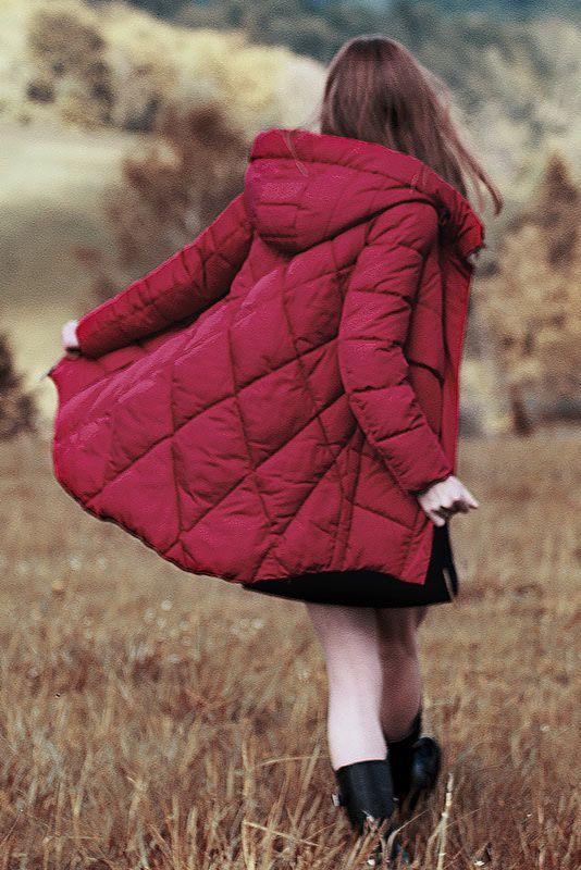 czerwona kurtka pikowana z kapturem z futerkiem jesień zima 2018/2019 model Volcano