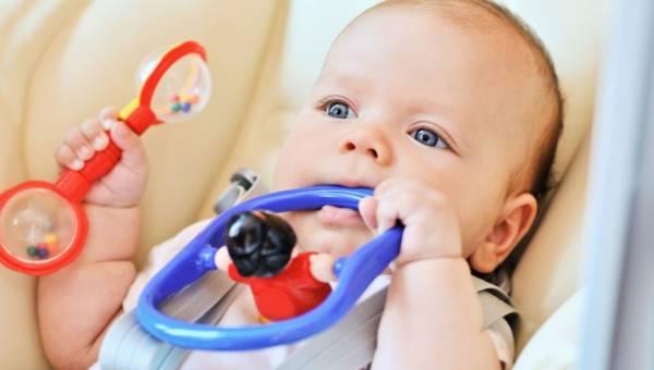 Bolesne ząbkowanie – jak pomóc maluchowi w tym trudnym czasie?
