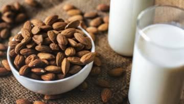 Wegańskie zamienniki mleka – jak zrobić je w domu?