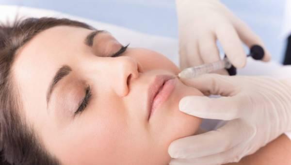 Nici hialuronowe – wszystko, co chciałabyś wiedzieć o odmładzaniu skóry kwasem hialuronowym
