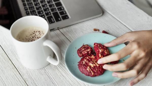 Jedzenie do pracy – pomysłowe dania w pudełkach, które zmieszczą się w torebce