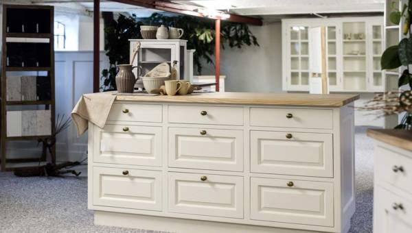 Jak i czym pomalować metalowe uchwyty do szafek?