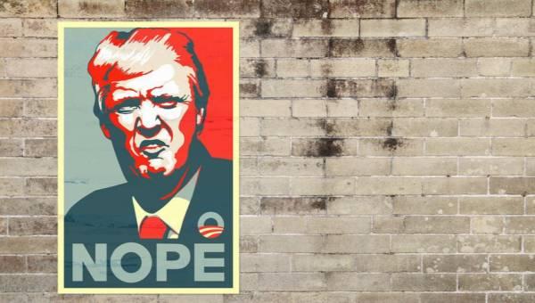 Ofiary molestowań na koszulkach. Kobiety oskarżające Donalda Trumpa zerkają z t-shirtów Supreme