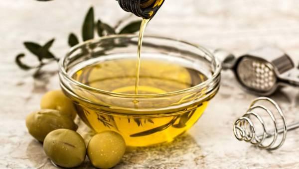 Oliwa z oliwek czy wiesz, że stosujesz ją nie tylko w kuchni?