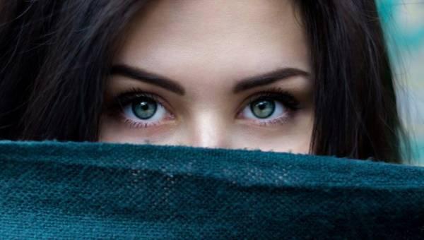 Prosak – nieestetyczna, twarda grudka na skórze. Czym jest i jak bezpiecznie się jej pozbyć?