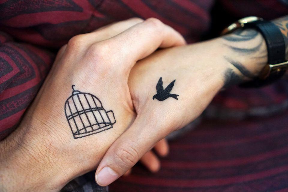 Tatuaże Na Palcach I Wewnątrz Dłoni Nowy Hit Kobietamagpl