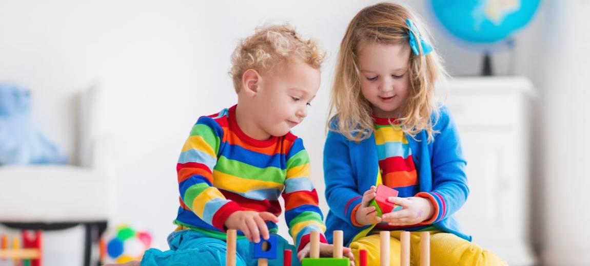 8 zabawek dla 2-latka idealnych na prezent (i nie tylko)