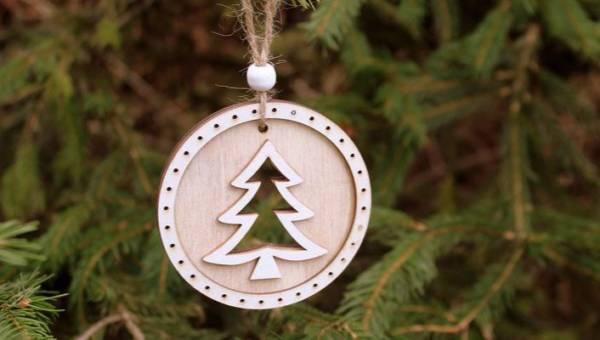 Co zrobić z choinką po Świętach? Ekologiczne rozwiązania i recyklingowe pomysły