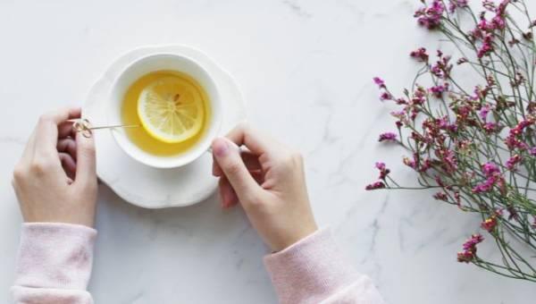 Herbaty które spalają tłuszcz. Schudnij po Świętach, pijąc ulubiony napar!