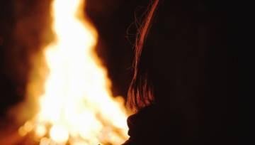 Jak wróżyć z ognia? Odczytaj przyszłość z zimowego ogniska!