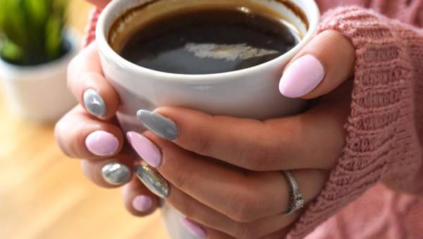 Szare i różowe paznokcie – podoba ci się taki mix kolorów? Zobacz inspirujący manicure z Pinteresta