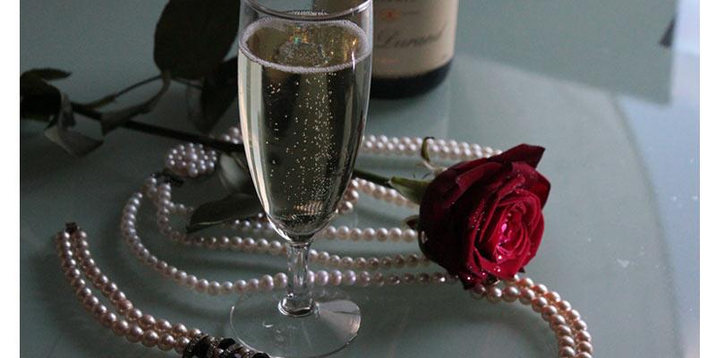 płukanie włosów szampanem