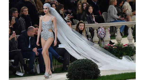 284e74be34 Modne najpiękniejsze suknie ślubne 2019 - HOT trendy - KobietaMag.pl