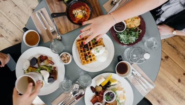 Co się z Tobą dzieje, gdy nie jesz śniadania? Od jutra zaczniesz wstawać dużo wcześniej!