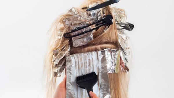 Farbowanie włosów w domu. Jak zrobić to dobrze i jakich kosmetyków użyć?