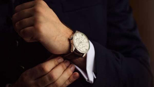 Męski zegarek na co dzień – co wziąć pod uwagę przed zakupem?