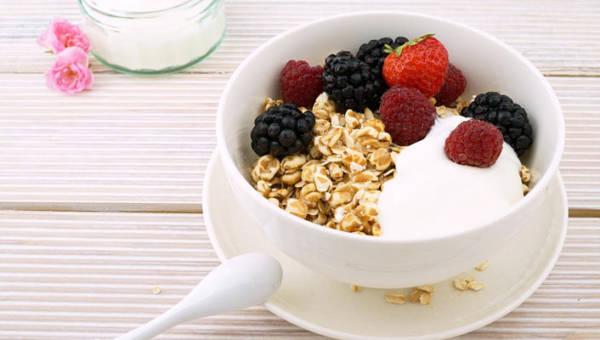 Domowa granola – 5 przepisów na zdrowe mieszanki do mleka lub jogurtu!