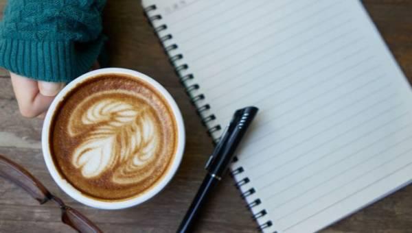 Efekt latte – czym jest i jak go wykorzystać, by w końcu zaoszczędzić?