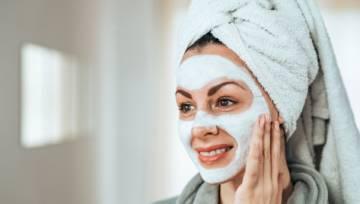 Maseczki nawilżające – sposób na błyskawiczne nawilżenie skóry