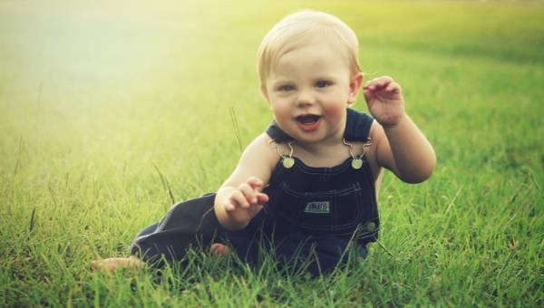 Czym skóra za młodu nasiąknie… czyli jak dbać o wrażliwą skórę bobasa