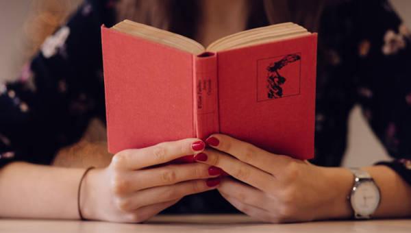 Wynajmij dom z książki za 17 dolarów! Niezwykły projekt Airbnb z okazji Międzynarodowego Dnia Książki!