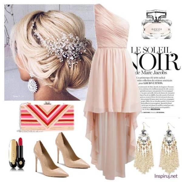 Stylizacja z asymetryczną suknią nude, pasiastą kopertówką i srebrnymi dodatkami