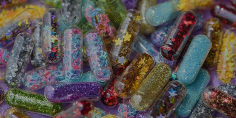 paznokcie confetti