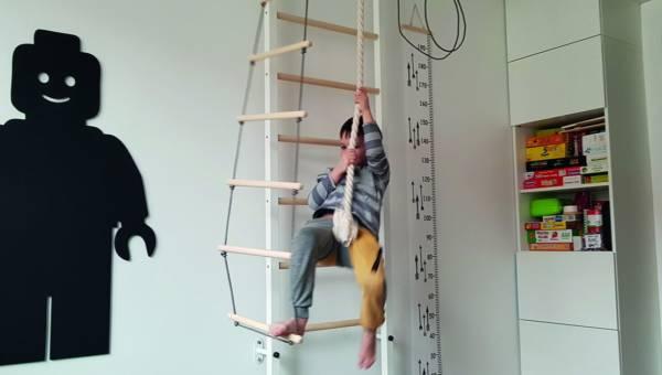 Drabinka gimnastyczna dla dziecka – trzepak XXI wieku?
