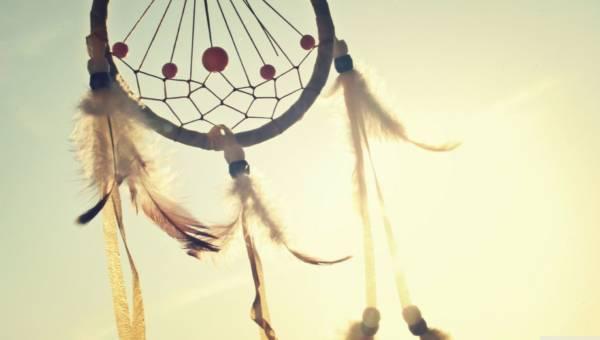 Łapacz snów jako mebel  – odpłyń w krainę fantazji na indiańskim krześle!
