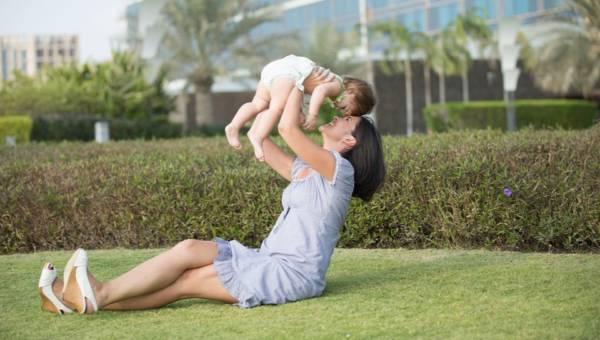 Mommy makeover, czyli jak odzyskać formę po ciąży – radzi dr Daria Charytonowicz, specjalista chirurgii plastycznej