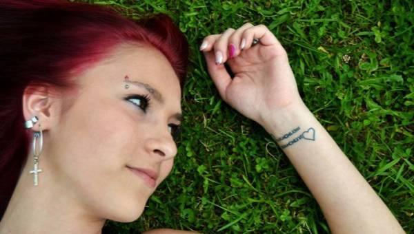 Nieaktualne tatuaże, czyli niechciane pamiątki po związkach – zobacz, pod jakimi wzorami są ukrywane!