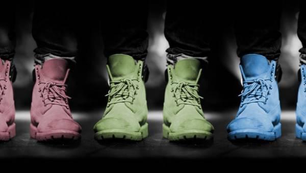 Kolorowe buty na lato – wiesz, z czym najlepiej je nosić?