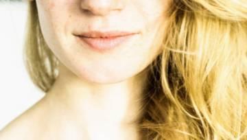 Piegi na włosach – nowatorska koloryzacja dla blondynek, idealna na słoneczne lato!