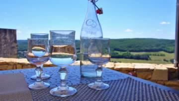 Plastik w upał – zapomnij o nim! Pij wodę ze szklanych butelek, inaczej grozi ci śmiertelne niebezpieczeństwo