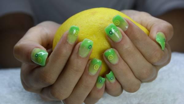 Manicure na lato 2019 – czas zaszaleć z kolorem i wzorkami na paznokciach!