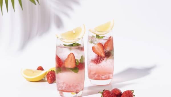 W czym serwować latem napoje? Stylowe rozwiązania