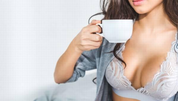 Serum do biustu, ćwiczenia czy zabiegi kosmetyczne – jak dbać o piersi?