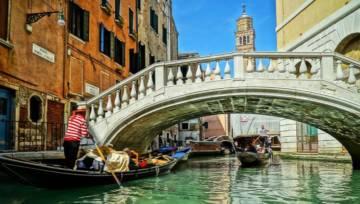 Wenecka rzeźba Lorenzo Quinna to jeszcze jeden powód, by odwiedzić Miasto na wodzie. Zobacz tę nową, absolutnie niezwykłą budowlę!