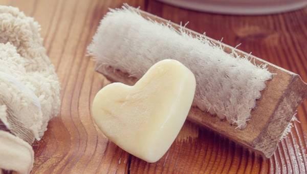 DIY: Co zrobić z resztkami mydła? Błyskawiczny i łatwy recykling w twojej łazience