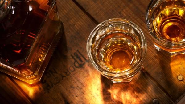 Wybieramy szkło do whisky w restauracji