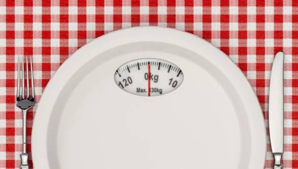 Sieć Macy's sprzedawała talerze, które mogły wywołać zaburzenia żywienia! Wycofała je dopiero po apelu dziennikarki, Alie Ward