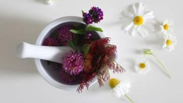 Kosmetyki z włóknami – jakie mają działanie i kto powinien po nie sięgnąć?