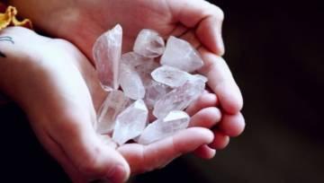 Niezwykła moc kryształów – wykorzystaj ją, by dodać swojemu życiu kolorów!