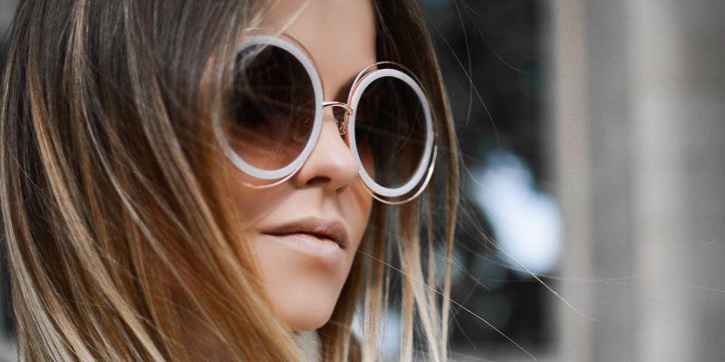 okulary w plastikowych białych oprawkach