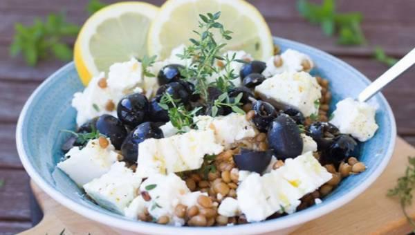 4 przepisy na dietetyczne sałatki z kaszą – idealne na letnie dni!