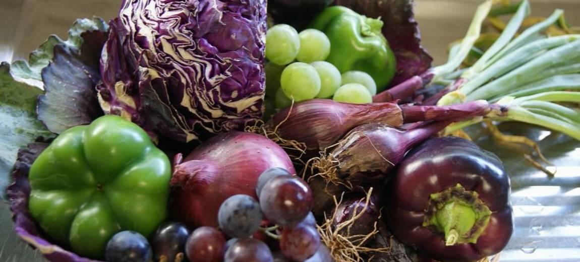Naturalne farbowanie ubrań warzywami, owocami i ziołami. Spróbujcie – to proste!