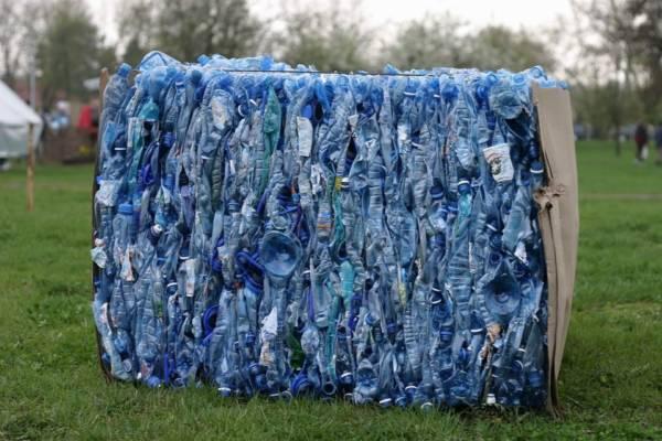 deszcz z plastiku