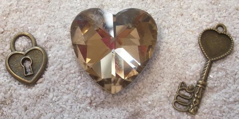 biżuteria z kłódką