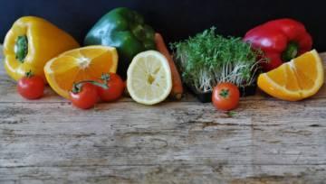 Jak przedłużyć trwałość żywności? 7 niezawodnych trików