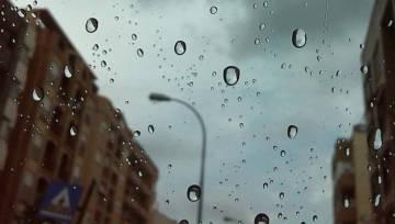 Deszcz z plastiku oznacza, że żarty się skończyły! Niebezpieczna sztuczność jest już elementem naszego środowiska